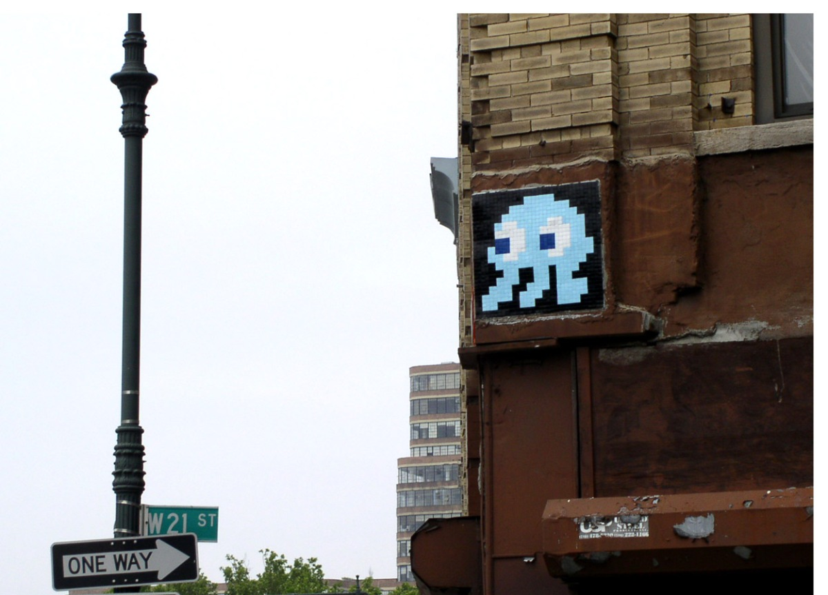 """Como seria uma noite ou um """"rolê"""" com o street art Invader?"""