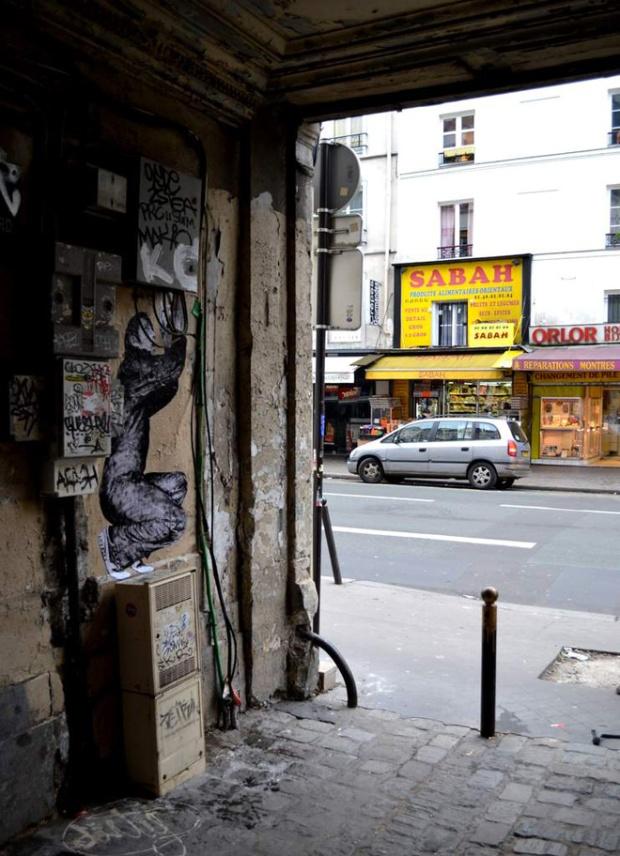 7-street-art-in-paris-by-levalet