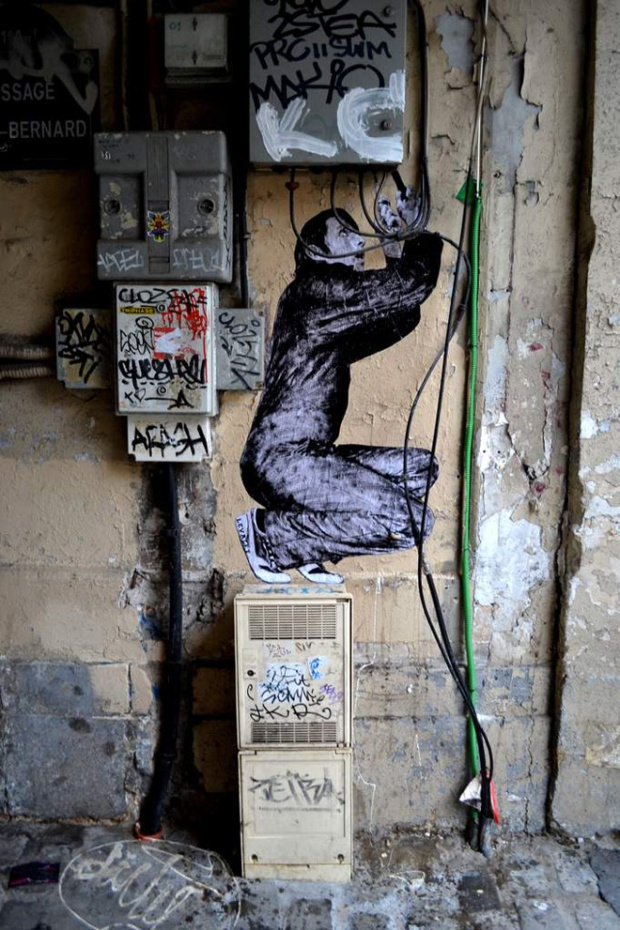 8-street-art-in-paris-by-levalet